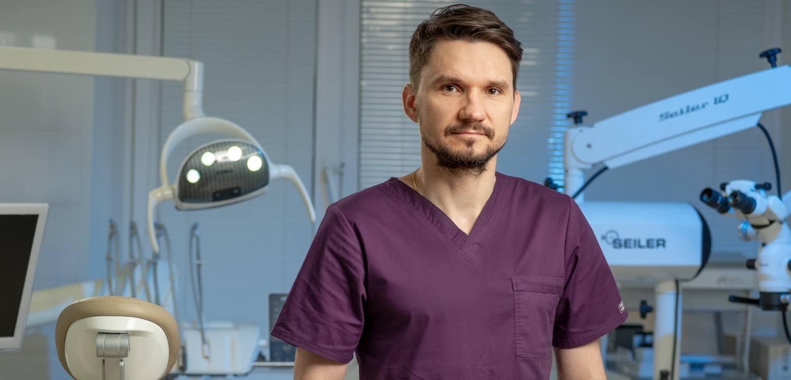 Божков Роман Андреевич - врач стоматолог-хирург, имплантолог Центра Приватной стоматологии Доктор Левин